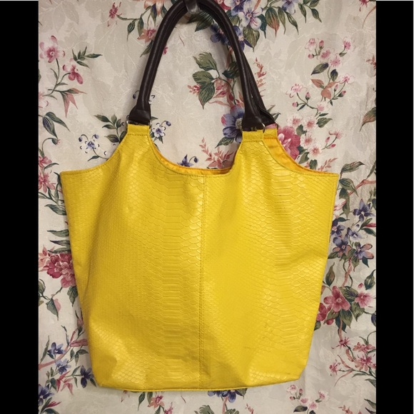 Neiman Marcus Handbags - Neiman Marcus Yellow Fake Snake Tote